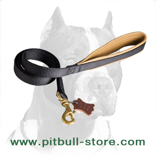 Super Comfortable Pitbull Dog Leash with Support Material on the Handle