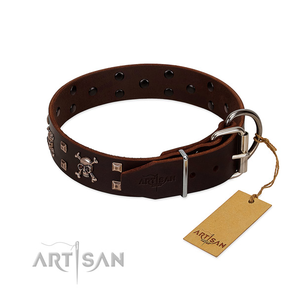 Stylish walking top notch genuine leather dog collar with studs